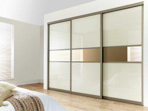 Шкафы с раздвижными дверями: дизайн фасада купе, материалы, наполнение