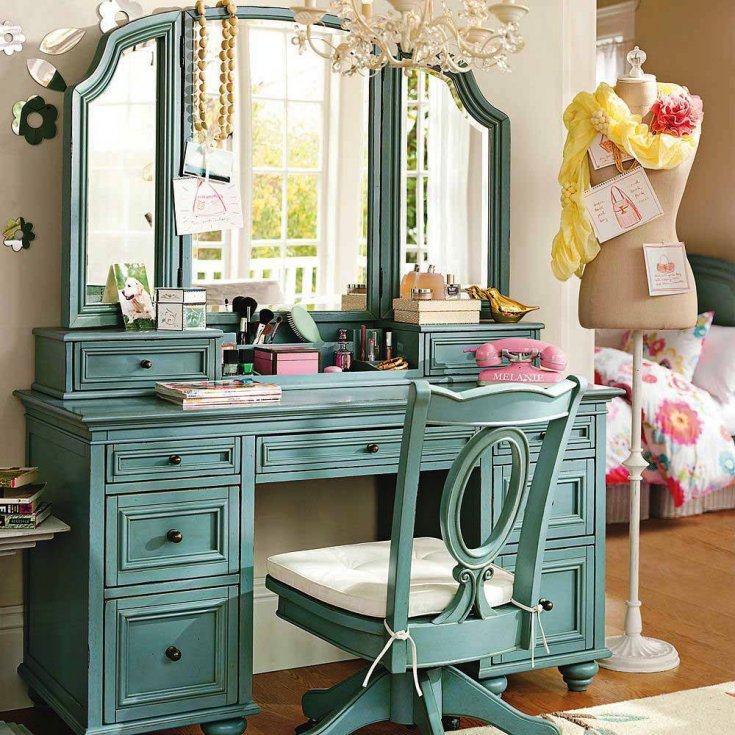 Столик с зеркалом для макияжа: виды, размещение в интерьере