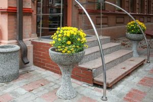 Как изготовить уличные вазоны для цветов