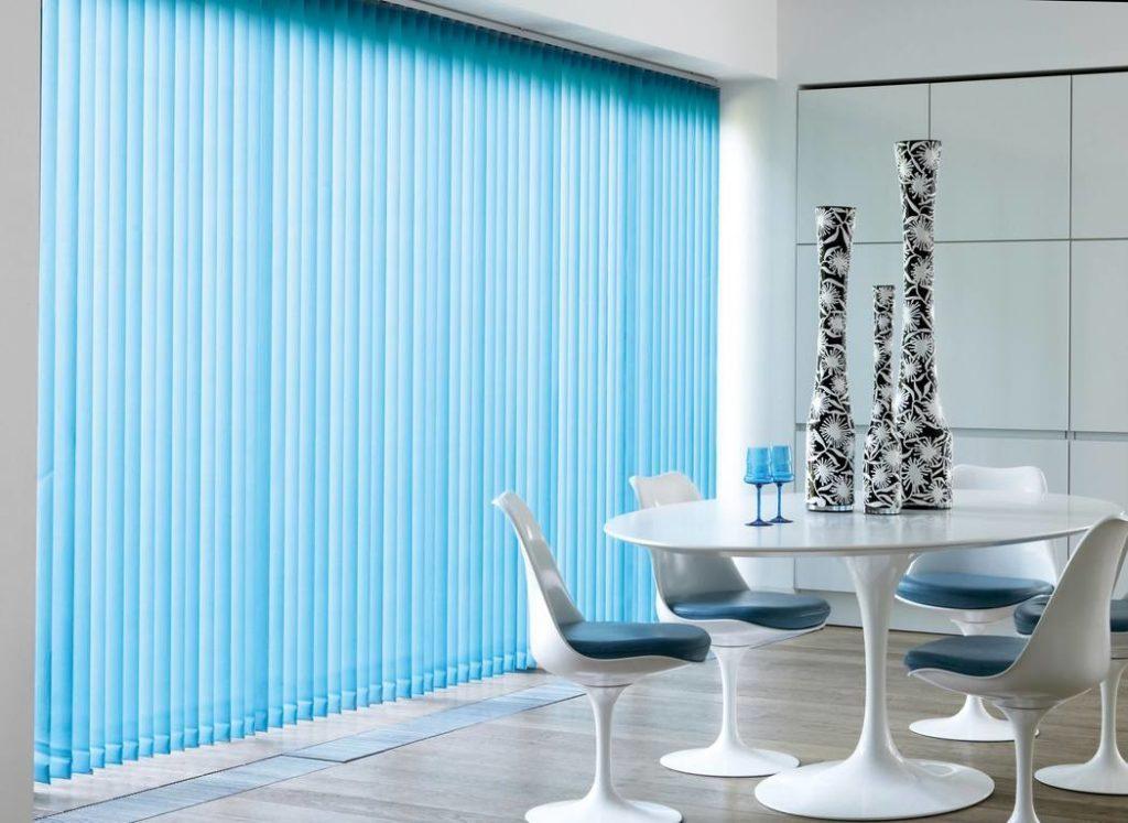 Вертикальные жалюзи в интерьере: белые, синие и другие цвета